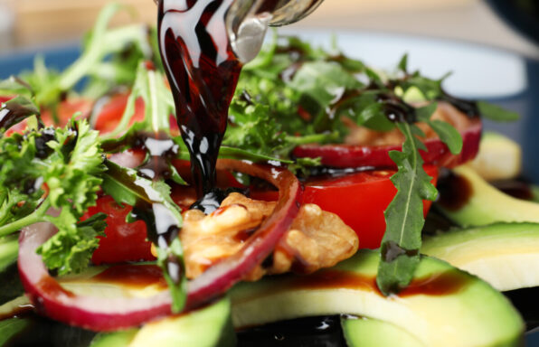 balsamic-vinegar-on-salad